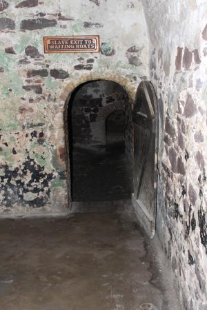 slave-dungeon-in-elmina